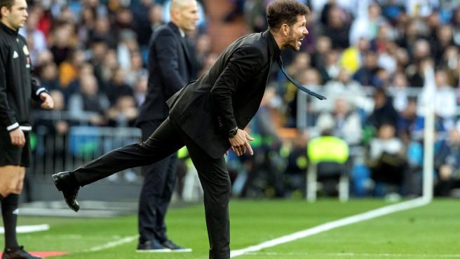 Diego Pablo Simeone, entrenador del Atlético de Madrid, en un lance del derbi.