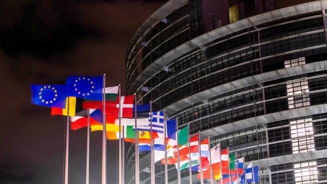 Banderas del Parlamento Europeo sin la de Reino Unido.
