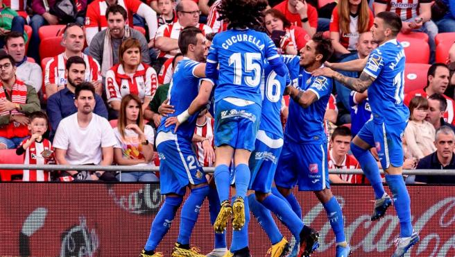 Jugadores del Getafe celebran un gol