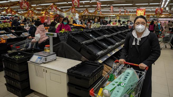 Supermercado desabastecido en Hong Kong.