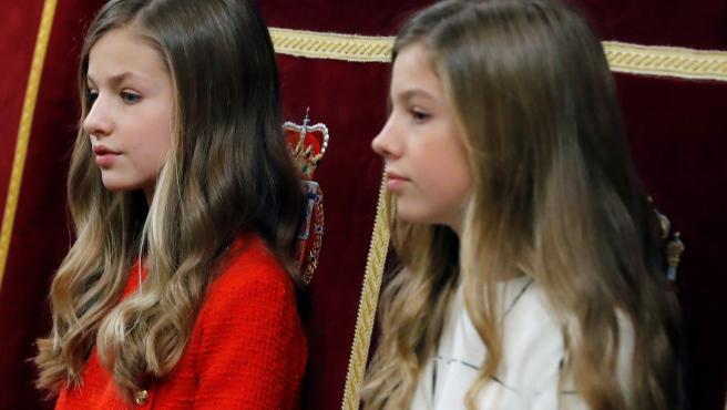 La princesa Leonor y la infanta Sofía asisten a la apertura solemne de la XIV Legislatura en el Congreso.