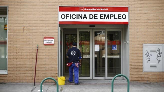 El número de parados registrados en las oficinas de los servicios públicos de empleo (antiguo Inem) subió en 90.248 desempleados en enero (+2,8%), su mayor repunte en este mes desde 2014, cuando aumentó en algo más de 113.000 personas, según datos del Ministerio de Trabajo y Economía Social publicados este martes.