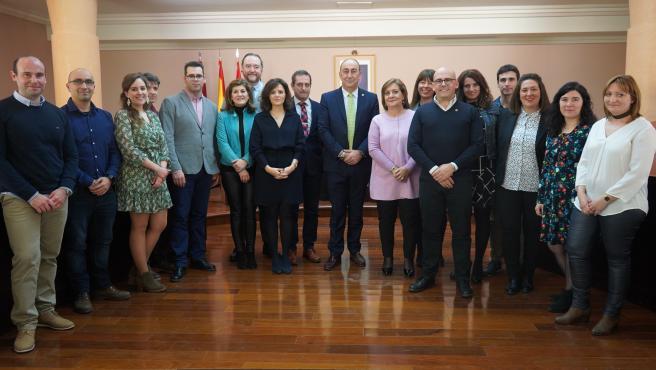 De Vicente con los nuevos funcionarios de la Diputación de Segovia.