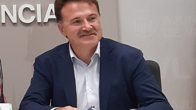 El concejal de Movilidad Sostenible en el Ayuntamiento de València y presidente de la Empresa Municipal de Transportes (EMT), Giuseppe Grezzi, en una imagen reciente.
