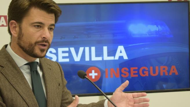 El portavoz del Grupo Popular en Sevilla, Beltrán Pérez, en rueda de prensa