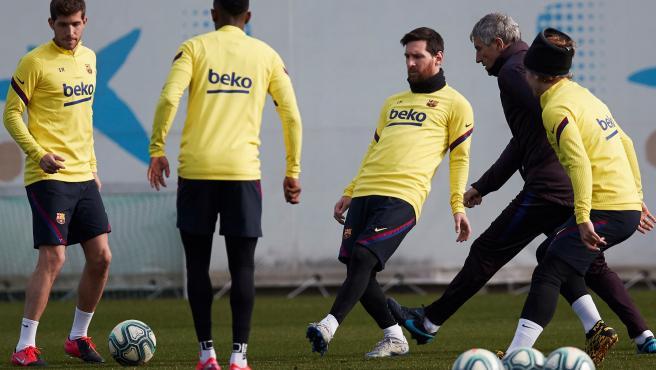 Los jugadores del Barcelona, durante un entrenamiento.