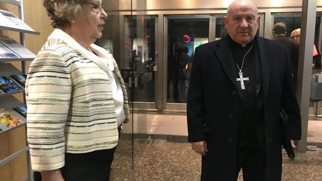El arzobispo de Zaragoza, monseñor Vicente Jiménez, y la delegada de Manos Unidas en Zaragoza, Pilar Cervigón.