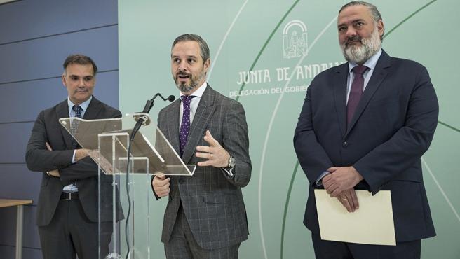 El consejero Juan Bravo durante la rueda de prensa ofrecida en la sede de la Junta en Granada