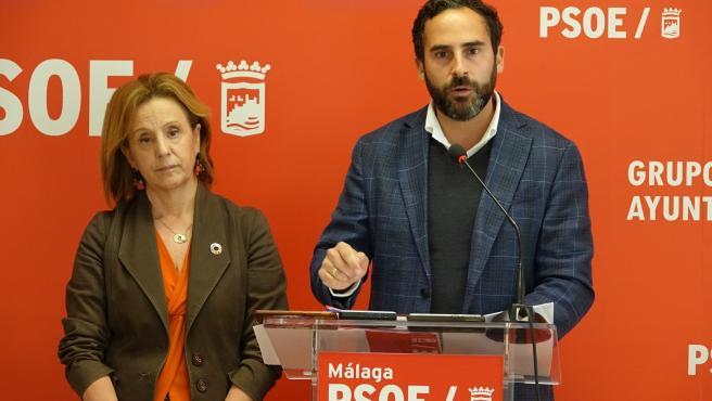 El portavoz del Grupo municipal Socialista, Daniel Pérez, y la viceportavoz Begoña Medina informan de asuntos municipales.