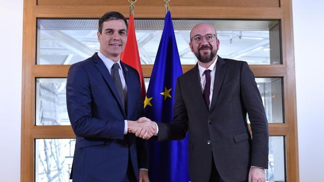 El presidente del Gobierno, Pedro Sánchez, junto al líder del Consejo Europeo, Charles Michel.