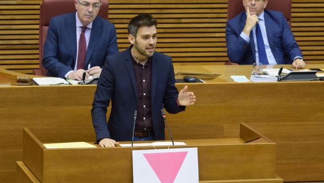 Fran Ferri exhibeix un triangle rosa en Els Corts