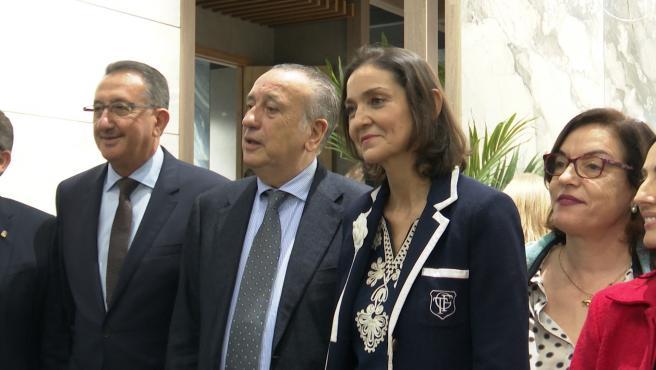 La ministra d'Indústria, Comerç i Turisme, Reyes Maroto en Cevisama, Fira València.
