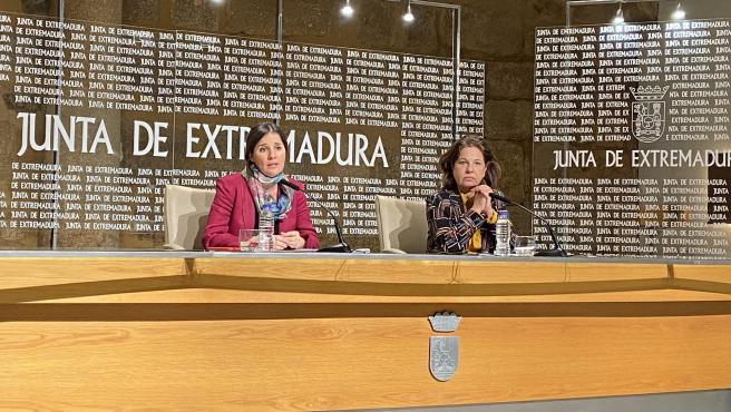 La portavoz de la Junta y consejera de Igualdad, Isabel Gil Rosiña, y la vicepresidenta primera y consejera de Hacienda y Administración Pública, Pilar Blanco-Morales