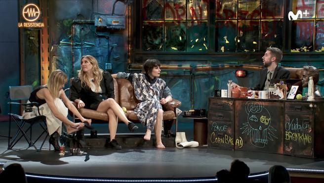 Ana Fernández, Blanca Suárez y Nadia de Santiago, junto con Broncano en 'La resistencia'