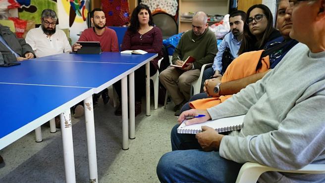 Los concejales de Adelante Sevilla Daniel González Rojas y Sandra Heredia se reúnen con la Plataforma Vecinal 'Entrelindes'