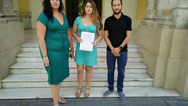 Los concejales de Adelante Sevilla en el Ayuntamiento hispalense Sandra Heredia, Susana Serrano y Daniel González Rojas