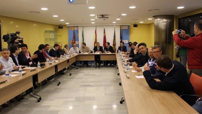 Mario Urrea preside la reunión de coordinación entre administraciones y partes interesadas dentro del Plan de Adaptación al Cambio Climático en la cuenca del Mar Menor