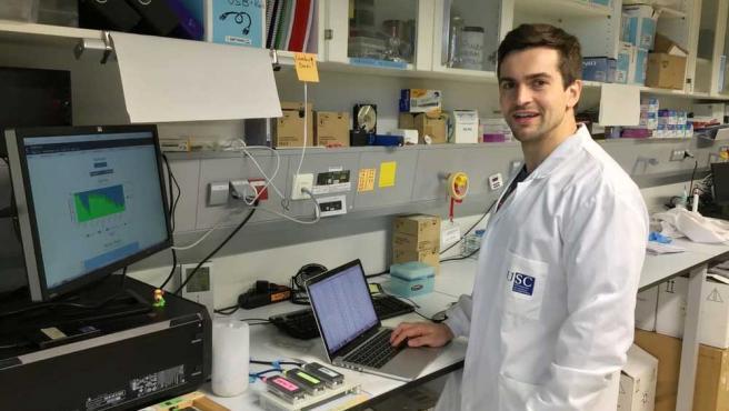Bernardo Rodríguez-Martín, en el laboratorio de la Universidad de Santiago de Compostela.
