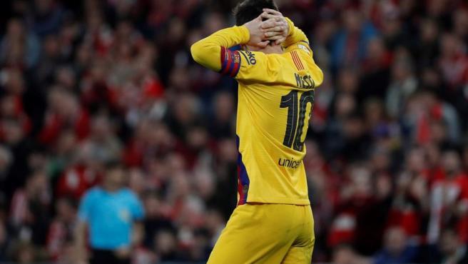 Messi se lamenta tras el gol de Williams que eliminaba al Barça.