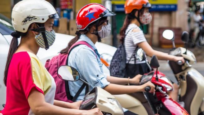 El aire de la ciudad contiene partículas finas que pueden ser perjudiciales, por lo que es mejor protegerse, sobre todo, al ir en bici o moto.