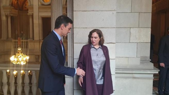 Colau recibe a Sánchez en el Ayuntamiento
