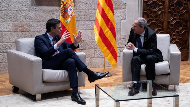 El presidente de la Generalitat, Quim Torra (dech) y el presidente del Gobierno, Pedro Sánchez (izq), durante su reunión, en Barcelona /Catalunya (España), a 6 de febrero de 2020.