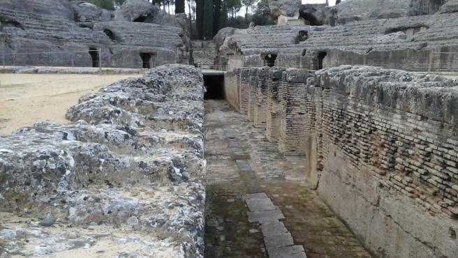 Foso del anfiteatro romano de Itálica
