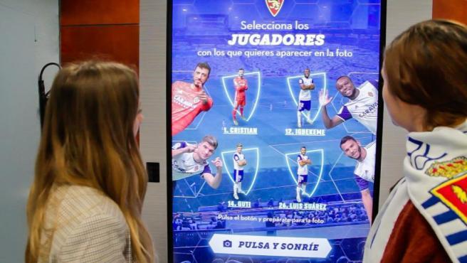 Luis Suárez, Cristian Álvarez, Guti e Igbekeme posan contigo en el videowall interactivo.