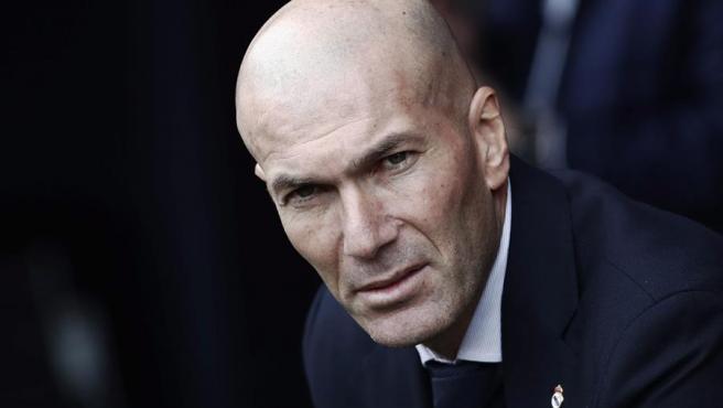 Zidane, en el banquillo de El Sadar ante Osasuna.