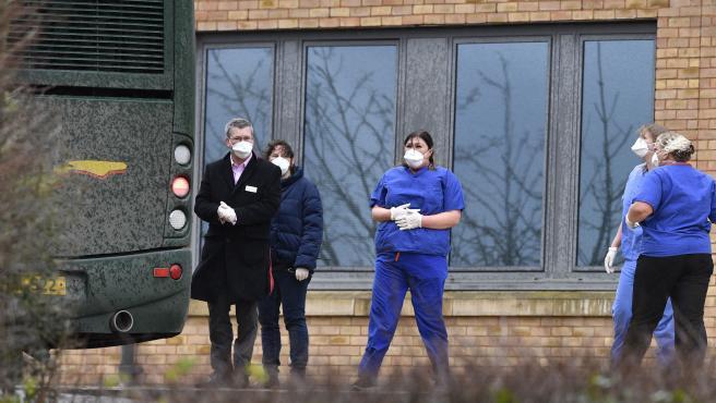 """Las autoridades británicas han declarado este lunes al coronavirus como una amenaza """"grave e inminente"""" para la salud pública, tras detectarse cuatro casos en el Reino Unido. El ministro británico de Sanidad, Matt Hancock, ha anunciado que el Reino Unido pondrá en marcha medidas para """"asegurar que el público"""" esté protegido de la transmisión de este virus."""