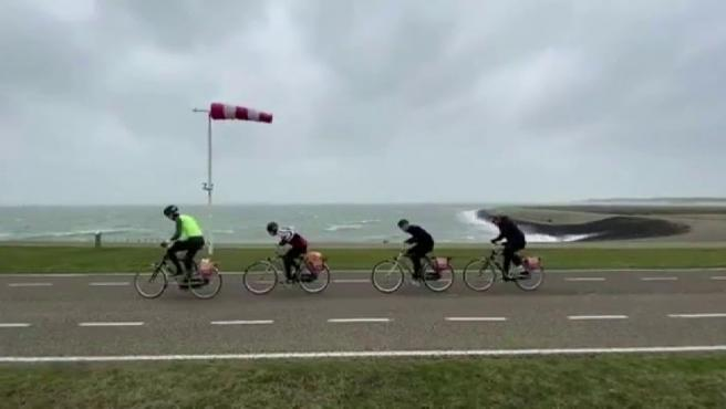 Los amantes de la bicicleta participaron este pasado sábado en la localidad holandesa de Vrouwenpolder en una competición contra los elementos.