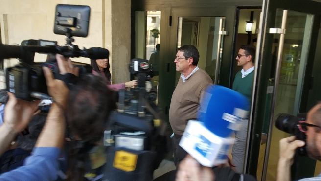 Cano sale de la Audiencia de Valencia tras ser absuelto por el crimen de Polop