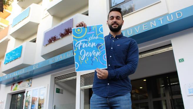 El concejal de Juventud de Fuengirola, José Manuel Martín, informa sobre el 'Plen Fuenjoven'