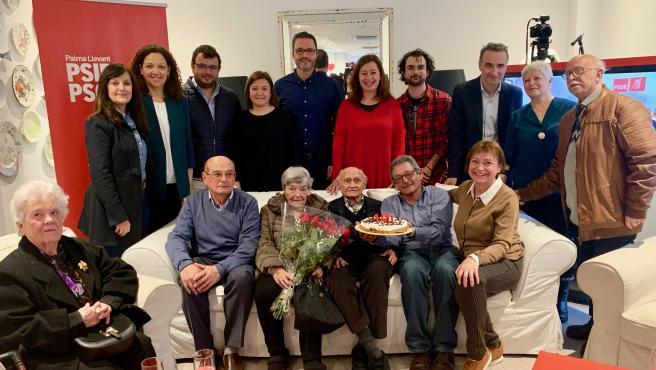 El PSIB rinde homenaje a Pepe Muniesa, su militante de más edad, por su 100 aniversario.