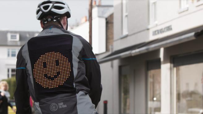 La Emoji Jacket forma parte de la campaña 'Share the road'