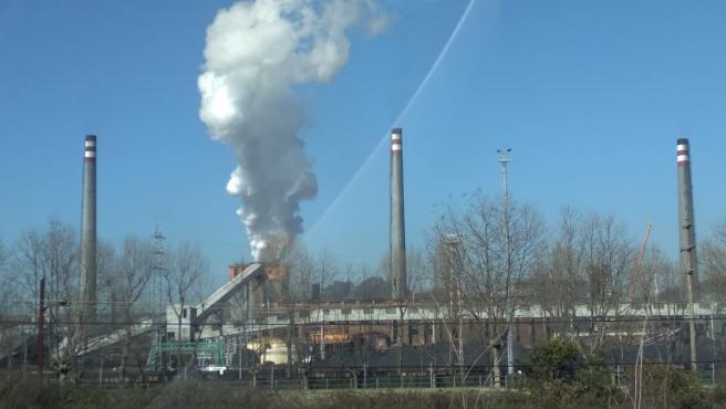 Imagen de la fábrica de ArcelorMittal en el polígono de Tabaza, Asturias.
