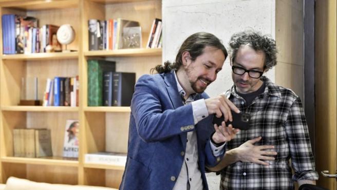 El pianista James Rhodes junto a Pablo Iglesias.