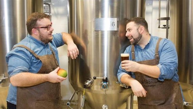 Juan Navarro y Jorge Varela son los artífices de la última cerveza edición limitada inspirada en los sabores malagueños, Cruzcampo Session IPA con Mangos de Málaga