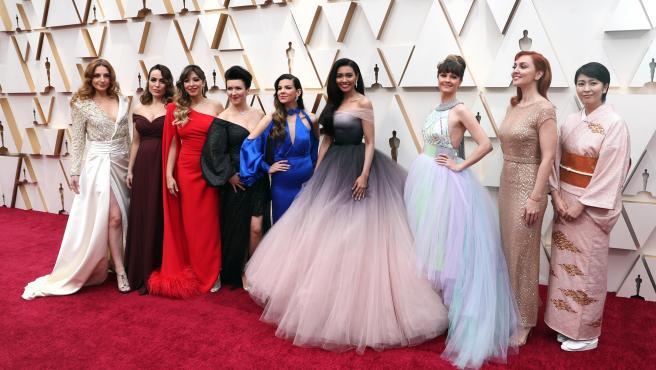 Las cantantes que dan voz a Elsa, entre ellas la española Gisela, a su llegada a la gala de los Oscar 2020.