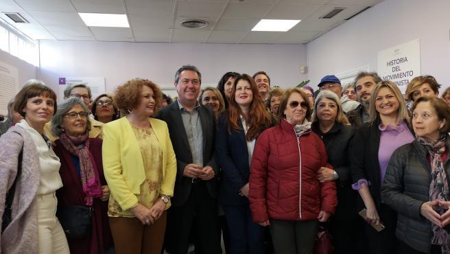 Juan Espadas, en el nuevo centro de atención a la mujer de Pino Montano.