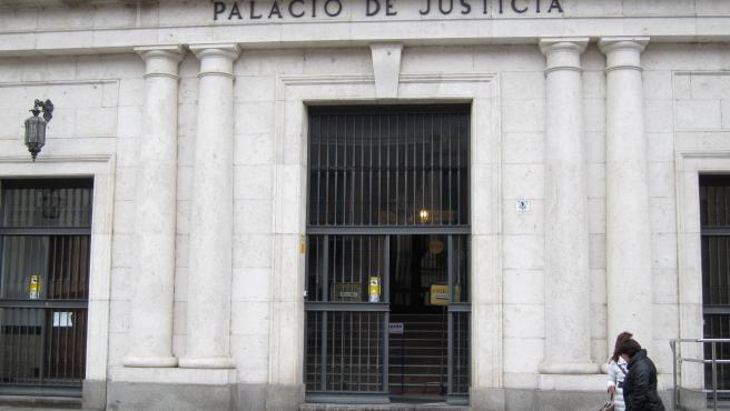 Trib.- El juicio de un hombre acusado de violar a una mujer en un bar en un pueblo de Valladolid se celebra en junio