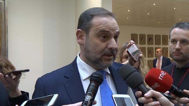 Ábalos anima al PP a preguntarle directamente a él sobre Delcy Rodríguez