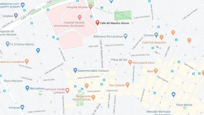 Calle Maestro Alonso, al costat de l'Hospital General d'Alacant.