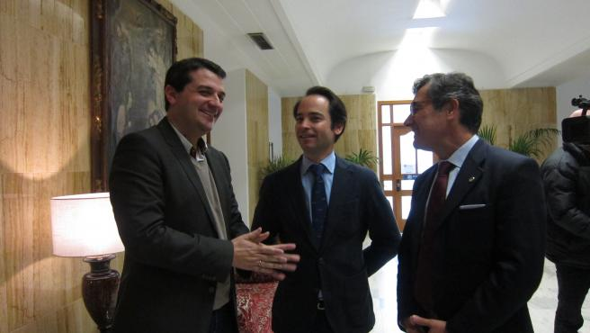 El alcalde de Córdoba con representantes del Colegio de Ingenieros Agrónomos