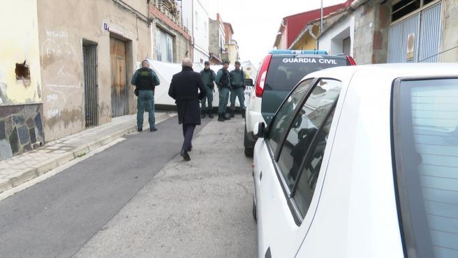 Registre en la casa de manuel, en presència del detingut, en busca de el cos de Marta Calvo