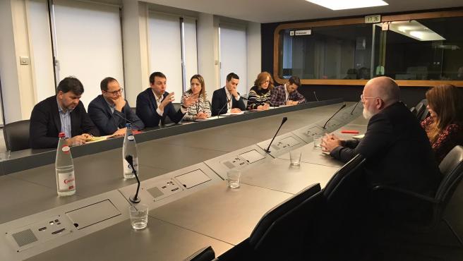 Reunión de Luena y otros eurodiputados con el vicepresidente primero de la CE Frans Timmermans