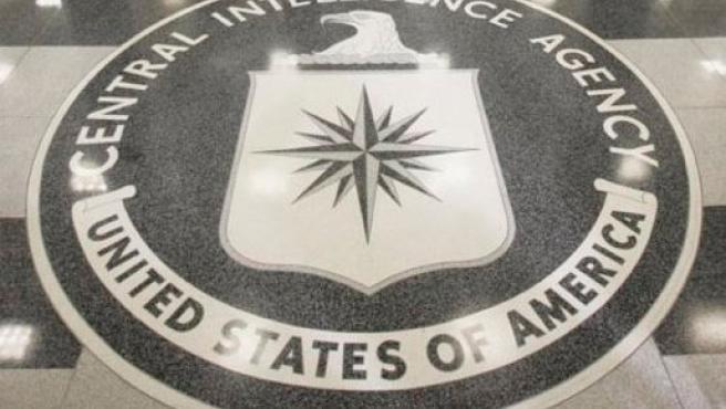 El logo de la CIA, en la sede de la agencia estadounidense de inteligencia, en Langley, Virginia, (EE UU).