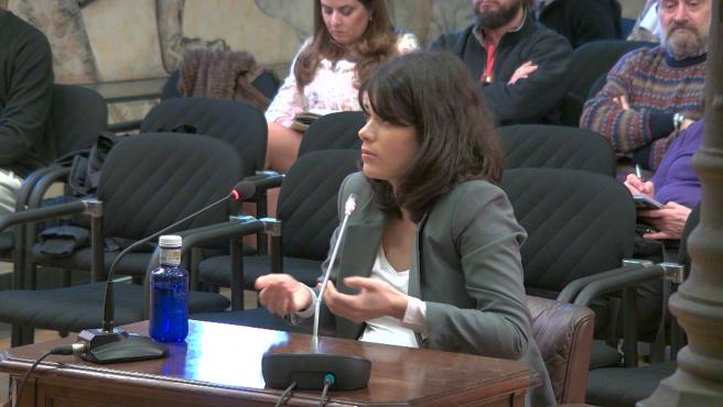 "Isa Serra insiste en que no tiró ""ningún objeto a los agentes"""