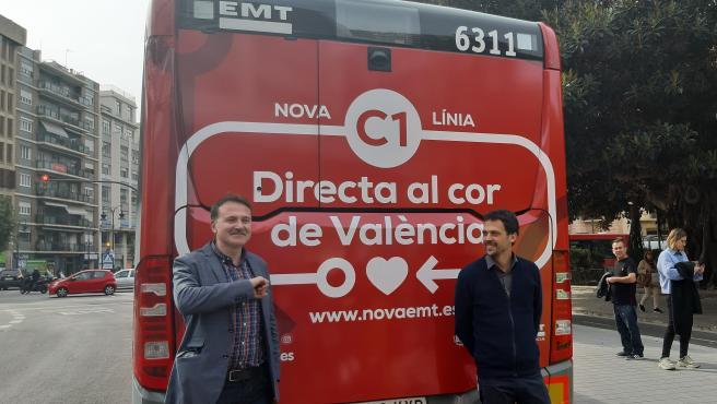 El concejal de Movilidad Sostenible y presidente de la EMT de València, Giuseppe Grezzi, junto al gerente de la entidad, Josep Enric García, en una imagen reciente.