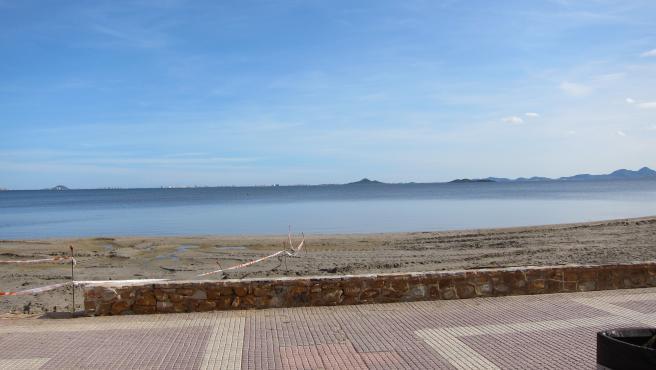 Imagen del Mar Menor, Los Alcázares, meds y medio después de la DANA